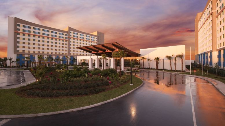 Universal's Endless Summer Resort Dockside Inn and Suites Comprehensive Review and Trip Guide
